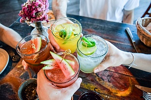 a circle of alcoholic drinks at a restaurant showing how too many drinks can lead to a drinking problem